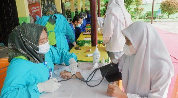 Pelaksanaan vaksinasi usia 12-17 tahun, di lingkungan SMA 1 Pulau Punjung kabupaten Dharmasraya