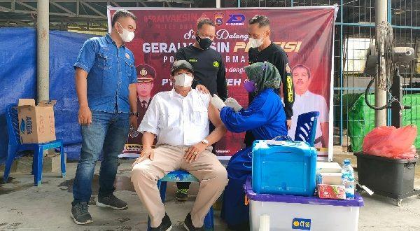 PT. X Dareh Group dan Polres Dharmasraya Gelar Gerai Vaksinasi Presisi Polri