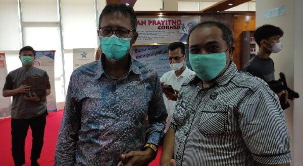 Bersama IP usai launching Irwan Prayitno Corner di Perpustakaan Daerah Sumbar