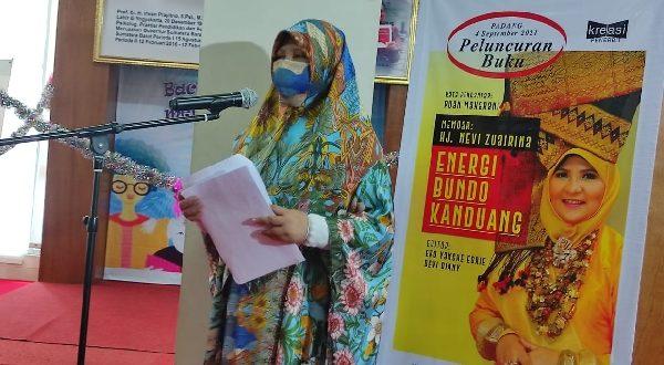 Sambutan Nevi Zuairina saat launching buku Memoar: Hj Nevi Zuairina, Energi Bundo Kanduang