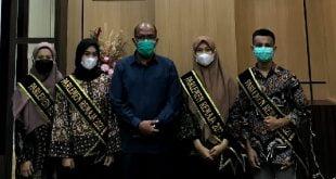 Supardi bersama 4 Remaja Parlemen asal Sumbar
