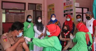 Ratusan Mahasiswa Undhari Disuntik Vaksin
