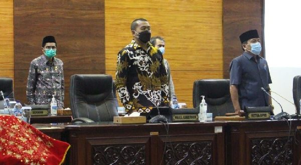 Gubernur Sumbar Tanggapi Pandangan Fraksi-fraksi Tentang APBD 2022