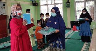Salurkan 2 Ribu Buku dan 100 Tas,  Camat  Lubeg Ngaku Akan Tiru JBB Masjid Al Quwait